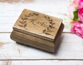 Bague de mariage rustique boîte rustique mousse personnalisé au porteur porte alliances personnalisé signe son et sien mariage