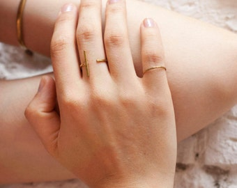 Minimalist ring in copper or brass, composed of a simple thin line (sold individually) •