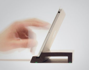 Cooki | Wooden Stand for iPad mini 1-4 | Solid walnut wood