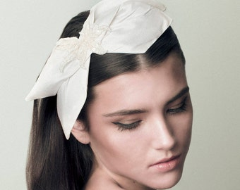 Silk Bow Bridal Headpiece, Romantic Wedding Accessory, Ivory, Off White, Lace - Roma