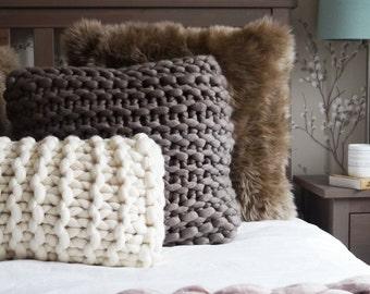 Chunky knit rectangular cushion in white - white oblong knitted cushion - cream throw pillow - Scandinavian cushion - knitted throw cushion