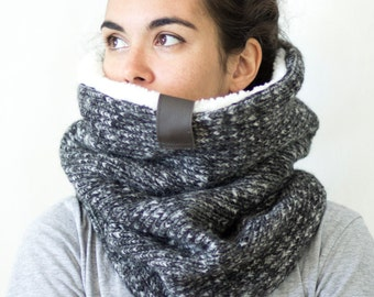 Chunky knit cowl scarf, wool knit cowl, knit accessories, with soft faux lamb lining