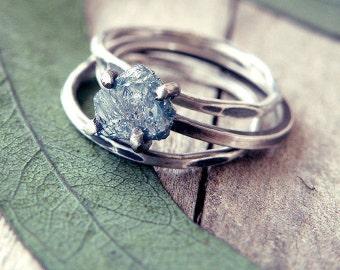 Roh-Diamant-Verlobungsring, Diamant-Ring, blaue Diamant-Ring, rustikaler Ring, alternative Ehering, Verlobungsring, Ringe gesetzt, oxidiert ring