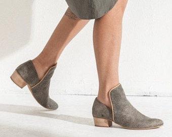 Gris chaussures en cuir / chaussures femmes / chaque jour Taupe mocassins / grainé Texture cuir chaussures / confortables chaussures en bois talons - Sydney