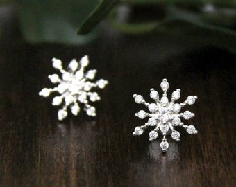 0.66 ct.tw Snowflake & Bloom Stud Earrings-Flower Earrings-Brilliant Cut Diamond Simulants-Delicate Luxurious Earring [8464]