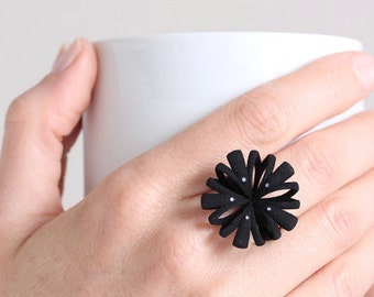 Floral design ring, Halloween Ring, contemporary jewelry, ring for a Witch, black modern ring, black statement ring, goth ring black