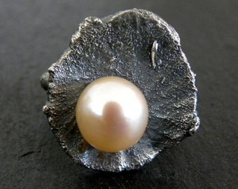 SALE!!!  Raw Sterling Silver Pearl Ring Organic Pink Pearl Peach Textured Modern Band Unique OOAK