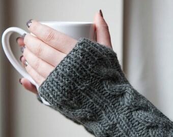Gestrickte, fingerlose Stulpen / Handschuhe aus Wolle, in verschiedenen Farben erhältlich