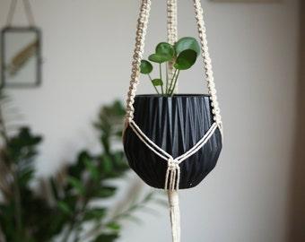 Plant macramé suspension