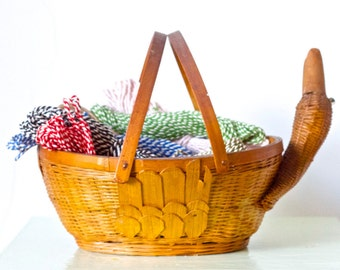 Wicker Duck Basket - Vintage Egg holder - Rustic Home Decor