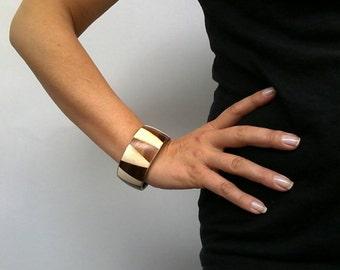 Alter Armreif aus Messing mit Bein/Knochen Intarsien, Boho Armreif, Holz Bein Armreif, Messing Armreif