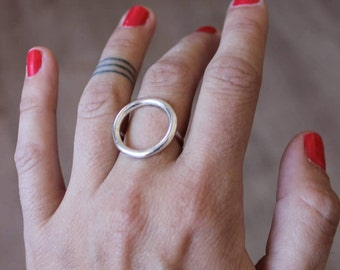 Flat round ring in solid silver, circle ring, large round ring