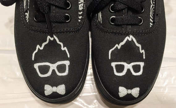 Encargo para mi amigo Dj Key Yo. Hecho a mano, Vans, zapatos, logo, zentangle, tribal, zapatos, zapatillas, negro, arte, diseñador, pintado a mano