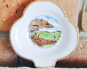 Westminster Australia souvenir porcelain gilt edged clover-shaped pin dish, Halls Gap, 1960s, souvenirware