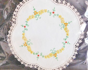 Cotton hand enbroidered placemat, single plate size, vintage 1960s, floral motif, lace edging