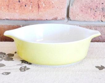 Pyrex 471 Cinderella pale yellow casserole dish, vintage 1960s, retro kitchen