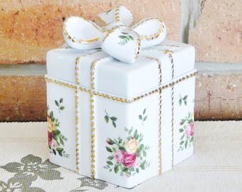 Royal Albert Old Country Roses vintage 1962 rare fine bone china trinket or jewelry box in shape of present with bow