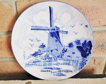Delft Blue vintage hand painted blue and white hanging wall plate, made in Holland, Dutch collectible, 1970s