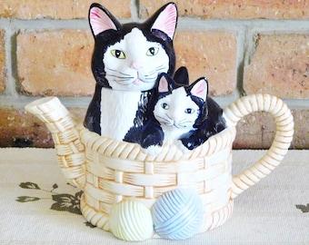 Boston Warehouse 1992 vintage black cat and kittens ceramic basket figural teapot Yarn Balls, gift idea, movie prop
