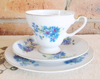 Saji vintage 1960s fine china trio, blue cornflower design, 24K gilt trim, high tea, Kris Kringle