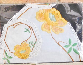Cotton hand embroidered placemat with 4 matching embroidered coasters, orange flower detail, 1960s table linen, gift idea, Mother's Day
