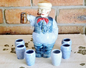 1960s Japanese figural whisky decanter, Englishman with tankard and 6 shot glasses, gift idea