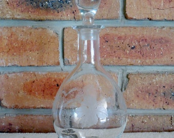 Etched glass wine sherry port decanter with vine leaves and grapes 1940s