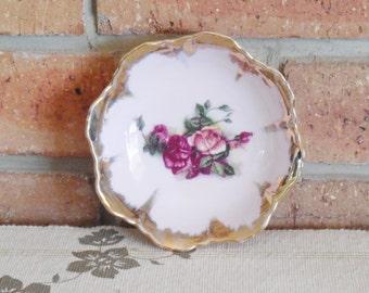 Japanese porcelain small blush pink serving bowl rose motif gilt edging sweet and simple 1960s