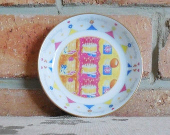"""Royal Worcester 1990s rare """"Happy Birthday"""" pin, nuts or sweets dish"""