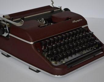 Typewriter OLYMPIA QWERTY SM 2 red burgundy -  working typewriter