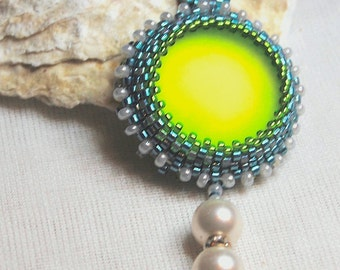 Green soft cabochon necklace pendant around / 24 mm / Peyote green pendant necklace / Medallion beadwork / embroidery / handmade
