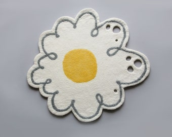 Felted rug, natural wool rug teen room décor accent rug kids room,white, Nursery decor, Yellow, gift idea decorating homedecor flowers daisy