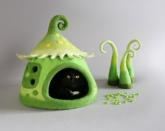 Cat cave Cat house Cat bed Felted  Natural wool  Green OOAK