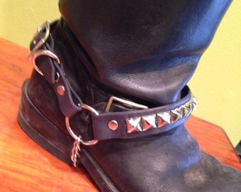 One row Pyramid Studded Bootstrap