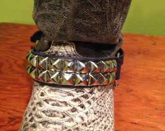 two row pyramid studded bootstrap