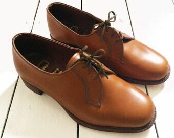 b977d0424ae77 Women's Oxfords & Tie Shoes - Vintage | Etsy UK