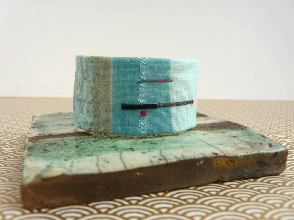 manchette bracelet brod main impression photo sur tissu etsy. Black Bedroom Furniture Sets. Home Design Ideas
