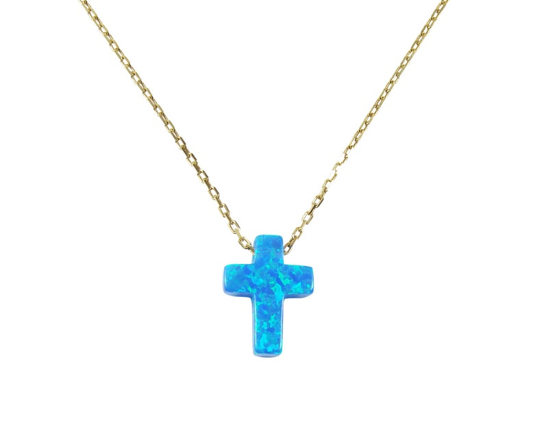 ee5b527fbac2 Collar con cruz de ópalo sintético y cadena de plata color