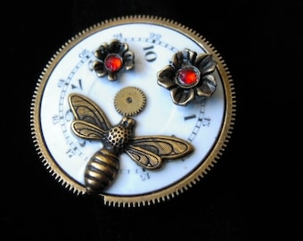 STEAMPUNK bee ring on display with flowers, flowers bee (B282) retro Vintage steampunk Ring