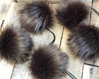 ThreadHead Knits Co - BROWNIE - Faux fur pom pom