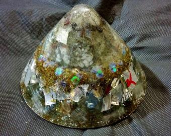 La sélénite, onyx et Quartz Rock cône avec du verre bleu Vervian, silice et recyclé en aluminium for sale  Delivered anywhere in Canada