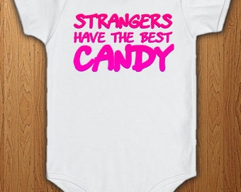 /'Strangers have the best sweets/' Men/'s funny T-shirt