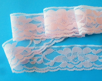 Pink D 38 - Lace pattern on white background, 3.8 cm.