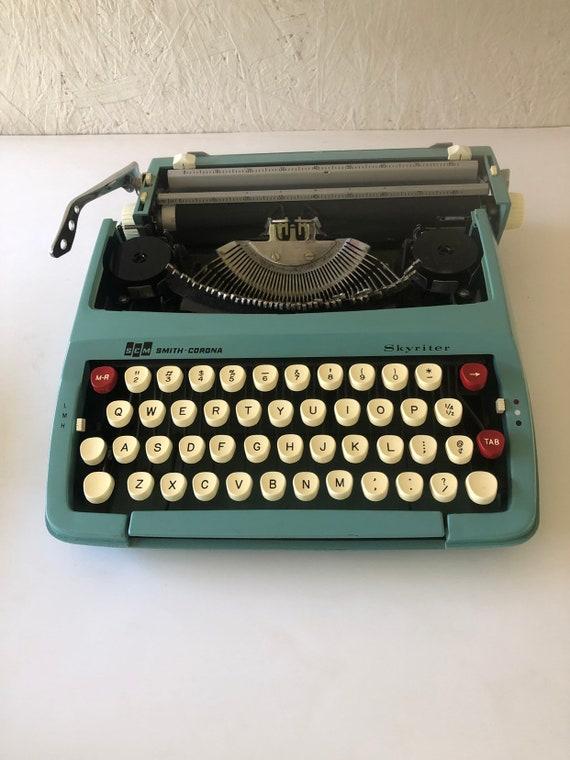 Vintage Turquoise Smith Corona Skyriter Typewriter Portable Manual Typewriter in Case