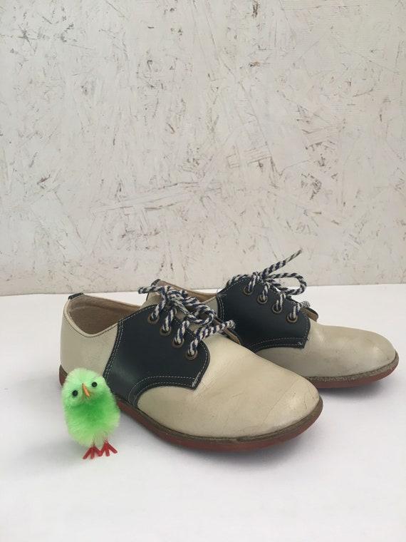 29765349d082e Vintage 60s 70s Kids Saddle Oxford Shoes Size 8-9 Toddler