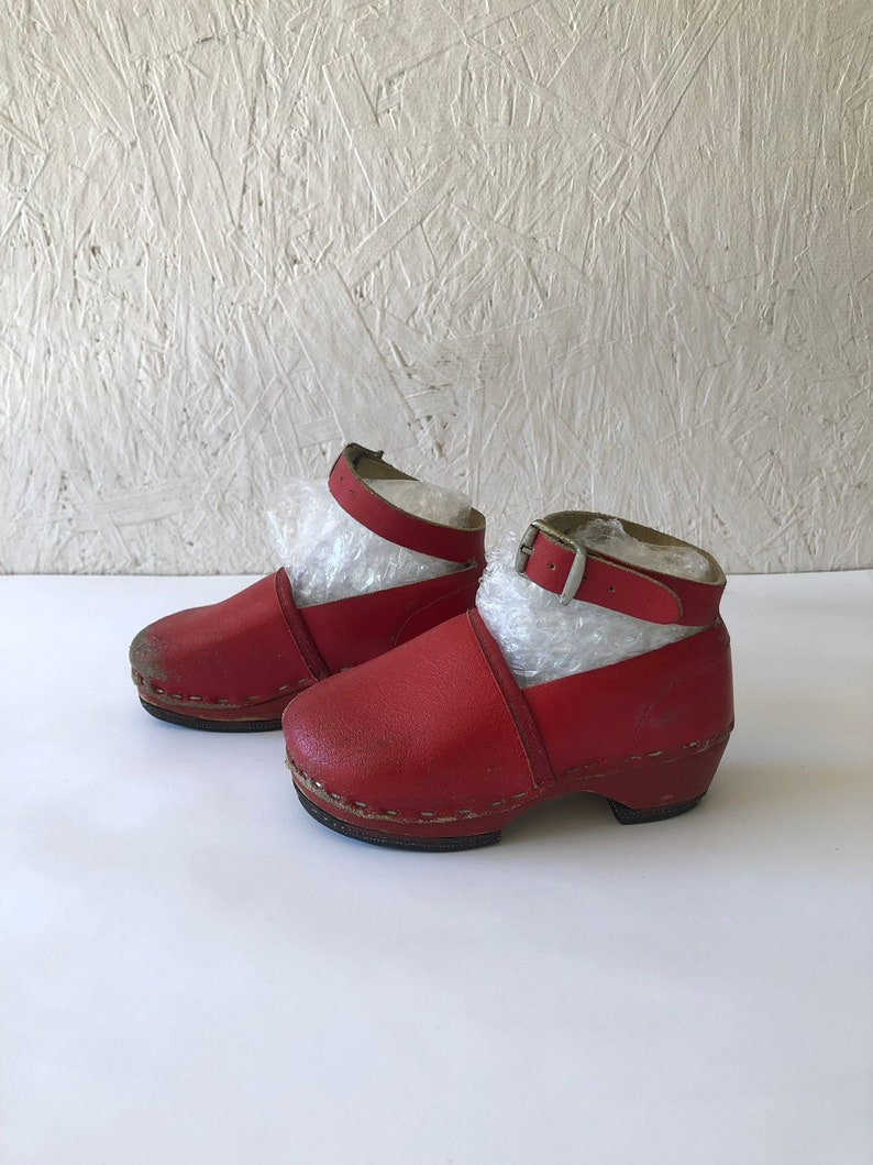 3cc2a599247d8 Vintage Toddler Red Leather Clogs Oktoberfest Swedish Girls Kids Shoes Size  6-7