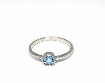 Faceted Swiss Blue Topaz Ring on Sterling Silver, real natural facetted gemstone with a beautiful blue color