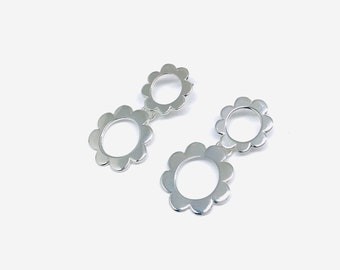 Daisy Earrings in Sterling Silver with two flowers for a different look, feminine and original
