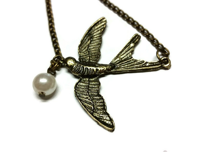 Pendant Necklace Anniversary Gift Bird Pearl Necklace Jewelry for Women Bronze Statement Necklace Chain Necklace Simple Wing Necklace
