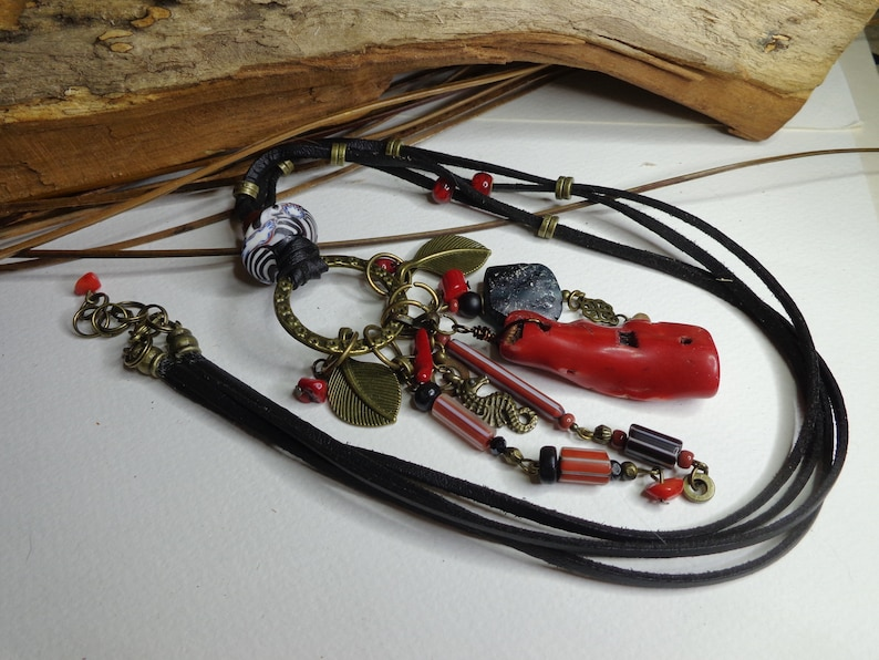 Necklace necklace boho chic- hippie black and red necklace necklace boho pendant pendant Roman glass and coral gorgonian black leather gift woman